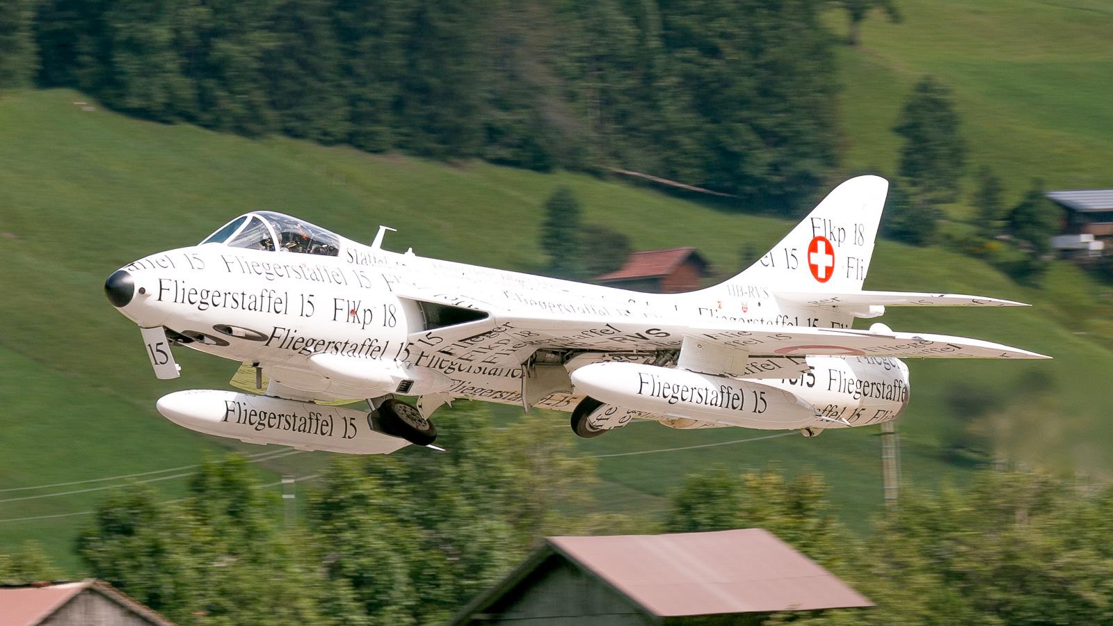 Hawker Hunter J-4015