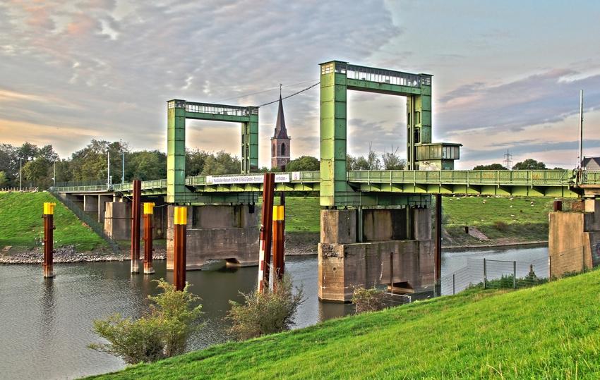 HDR ...Hubbrücke Duisburg Walsum