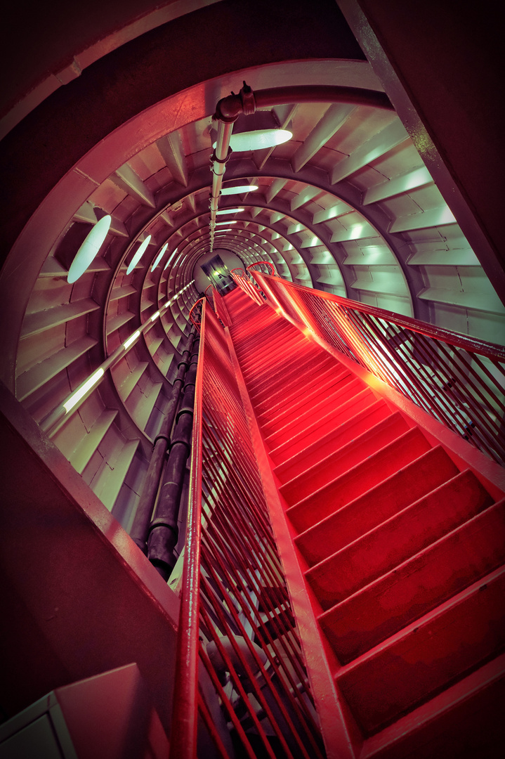 hdr rote treppe at. (1)