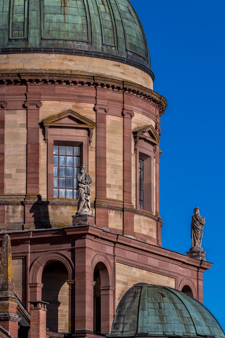 Hedinger Kirche Details mit beiden Figuren 2