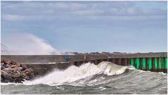 Heftige Wellen sogar im Hafen