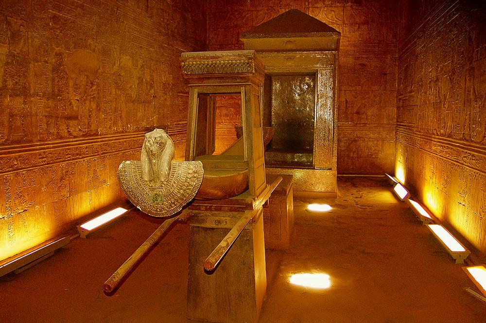 heilige Barke im Horus Tempel - Ägypten