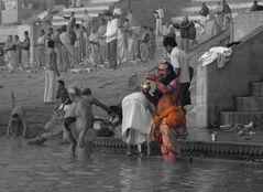 Heilige Waschungen am Ganges