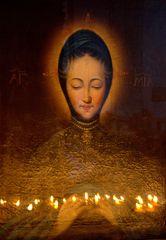 Heiligenbild und Opferkerzen