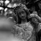 Heiligenfiguren auf dem Melatenfriedhof in Köln