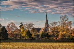 Heimatdorf im Herbstlicht