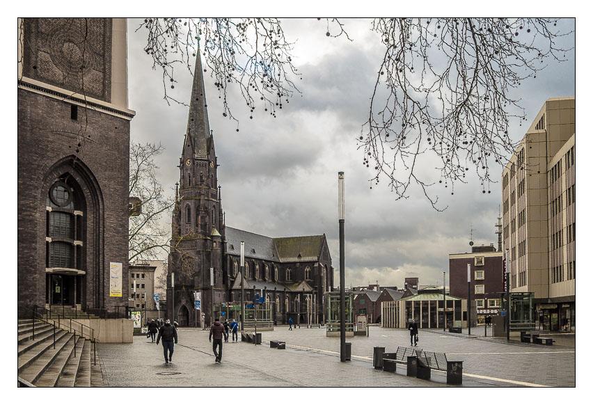 Heinrich-König-Platz  Gelsenkirchen mit St. Augustinus