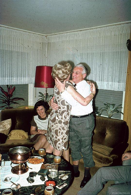 heinz wurde immer pathetischer. fuer alle war deutlich sichtbar, dass seine freundin nicht echt war.