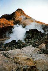Heiße Schwefelquellen in der Bergwelt von Hakone [Japan] (MW 1997/2 - jl)