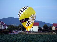 Heissluftballon landet mitten im Wohngebiet (I)