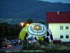 Heissluftballon landet mitten im Wohngebiet (II)