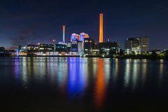 Heizkraftwerk zur Nacht