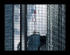 Helaba spiegelt sich in Deutsche Bank Hochhaus Frankfurt