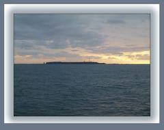 Helgoland im Morgenlicht und gaaaanz weit weg:-)))