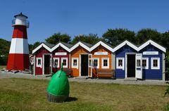 Helgoland - Museumshof mit den Hummerbuden seinem Leuchtturm