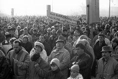Helmut Kohl spricht am 9. März 1990 in Rostock