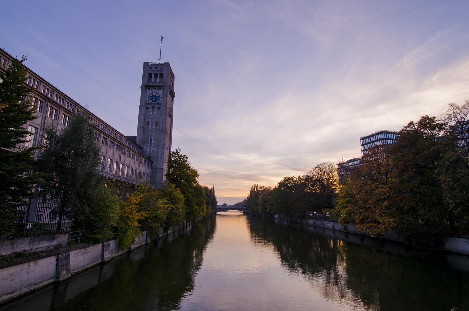 Herbst an der Isar in München