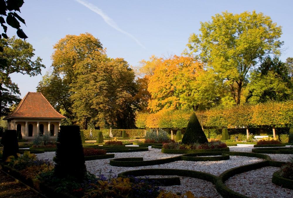 Herbst im Barockgarten von Schloss Wolfsburg