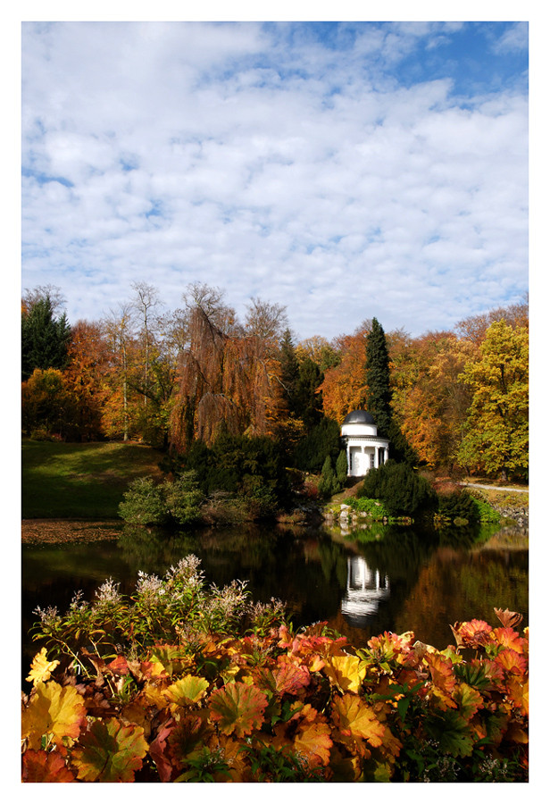 Herbst im Bergpark: Apollotempel