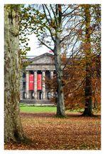 Herbst im Bergpark: Portal Schloß Wilhelmshöhe