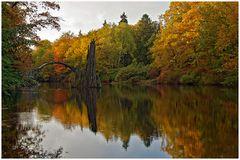 Herbst im Kromlauer Park mit Rakotzbrücke
