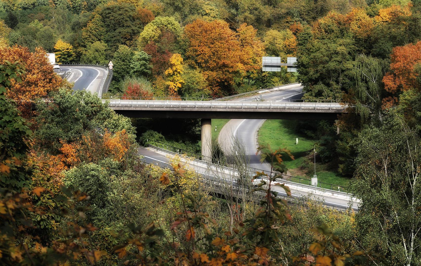 Herbst um die Duisburger Autobahn