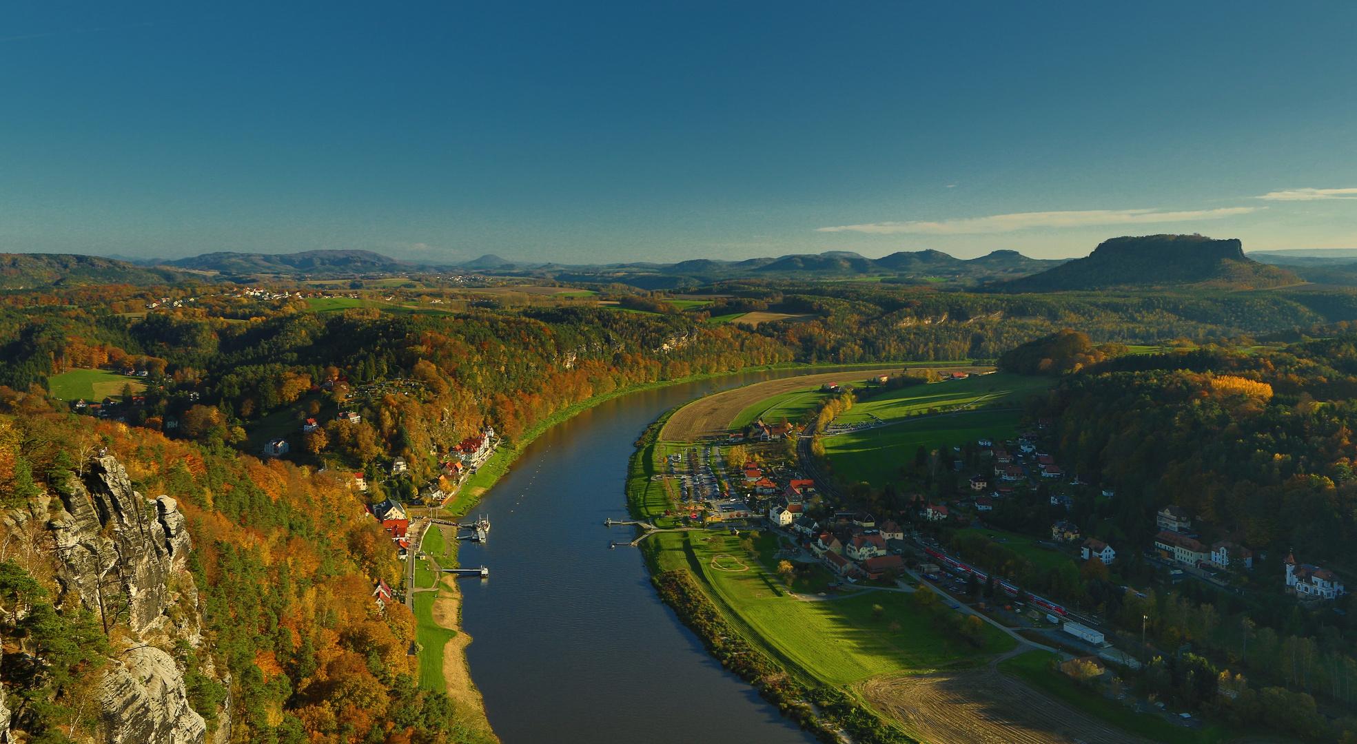 Herbstabend über der Elbe