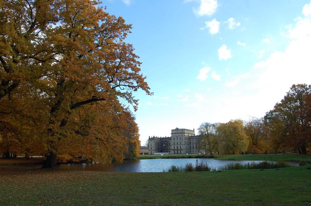 Herbstfärbung im Ludwigsluster Schlosspark Schlossblick
