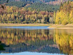Herbstfarben an der Breitenbachtalsperre