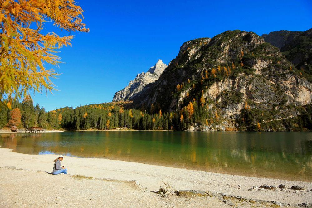 Herbstidylle am Pragser Wildsee