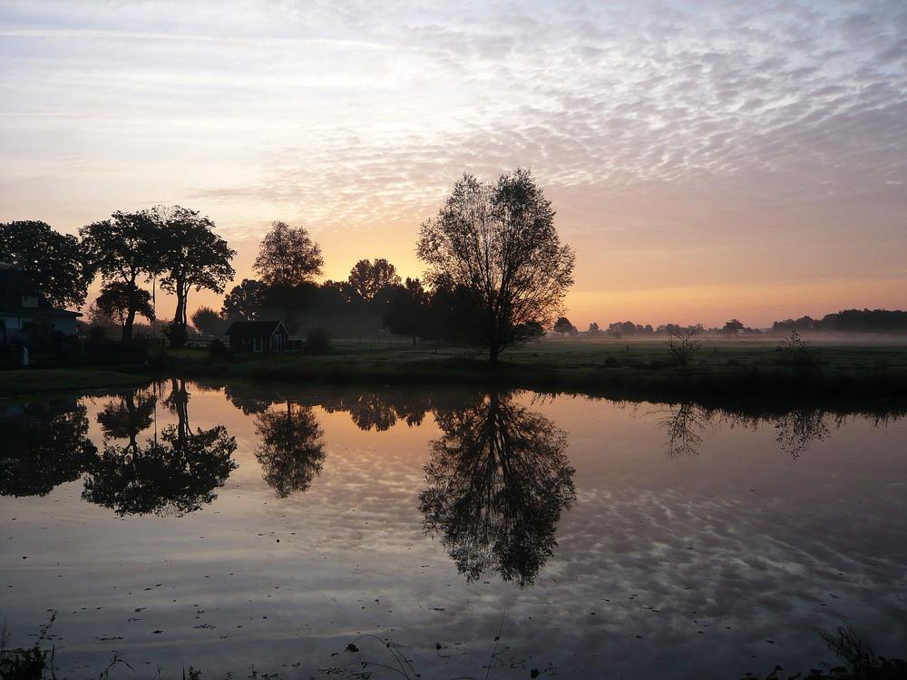Herbstliche Morgenstimmung am Teich