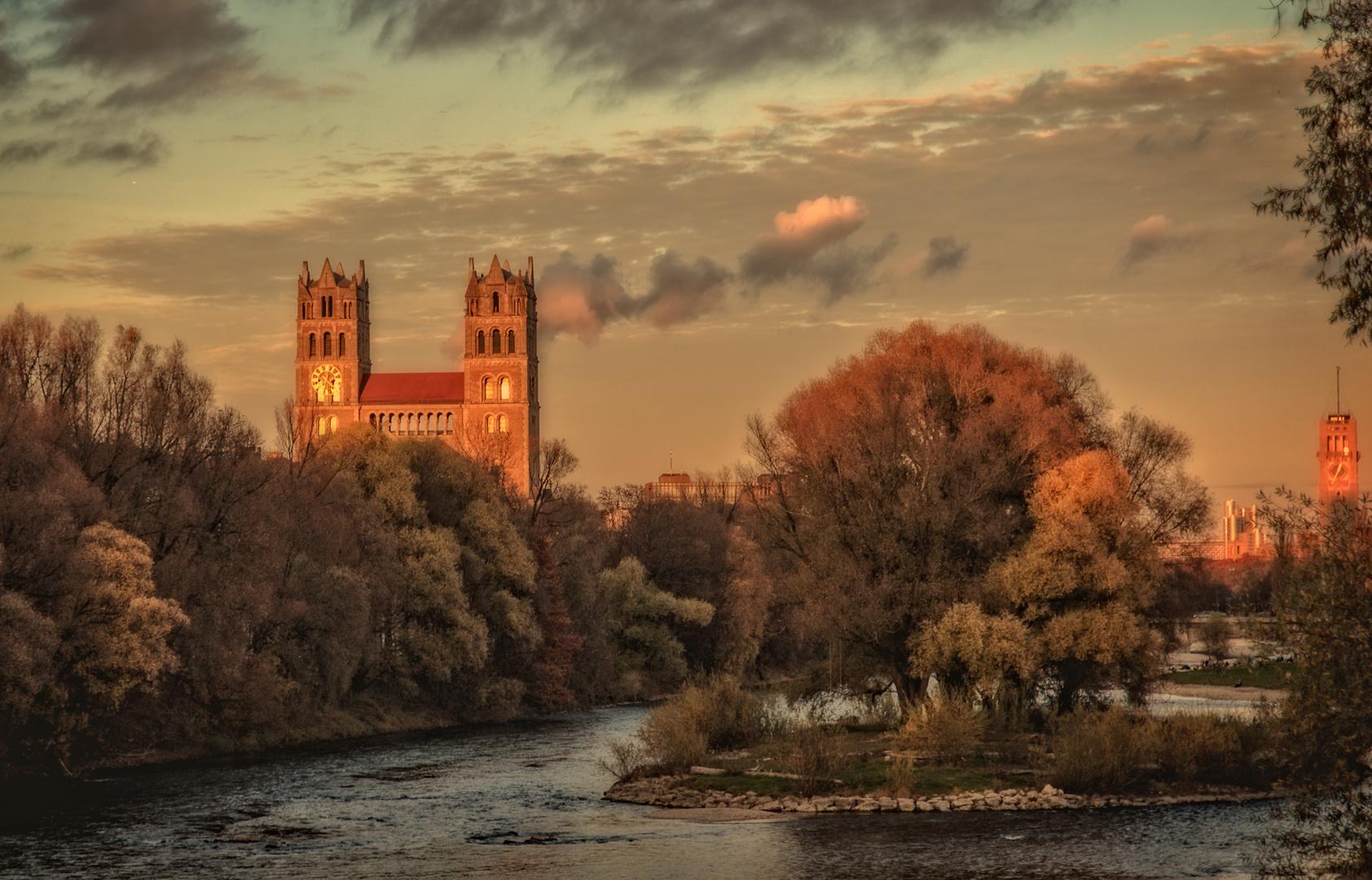 Herbstlicher Blick auf St. Maximilian