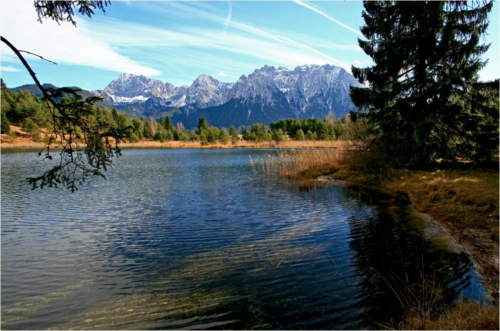 herbstlicher Luttensee mit Karwendel
