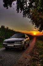 Herbstlicher Sonnenuntergang am Feldweg