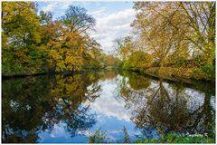 Herbstzauber bei Burg Linn in Krefeld