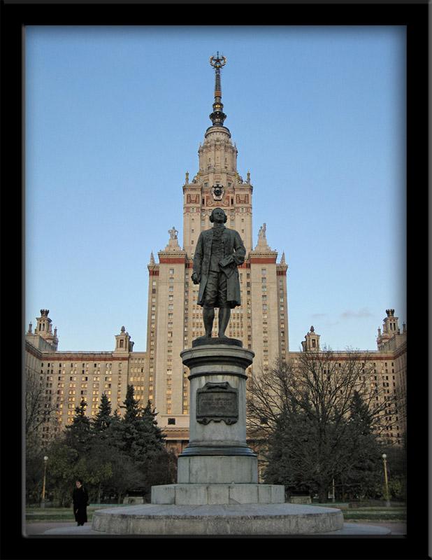 Herr Lomonosov vor seiner Uni