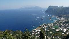 Herrlicher Blick auf den Hafen von Capri