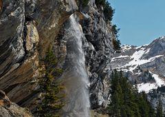 Herrlicher Wasserfall am Bergsee!