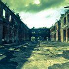 heruntergekommene Fabrikhalle in Suriname