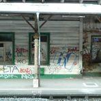 Heruntergekommener Bahnhof