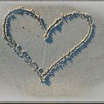 Herz in den Sand geritzt ..