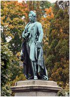 Herzog Ernst I. im Herbstlaub