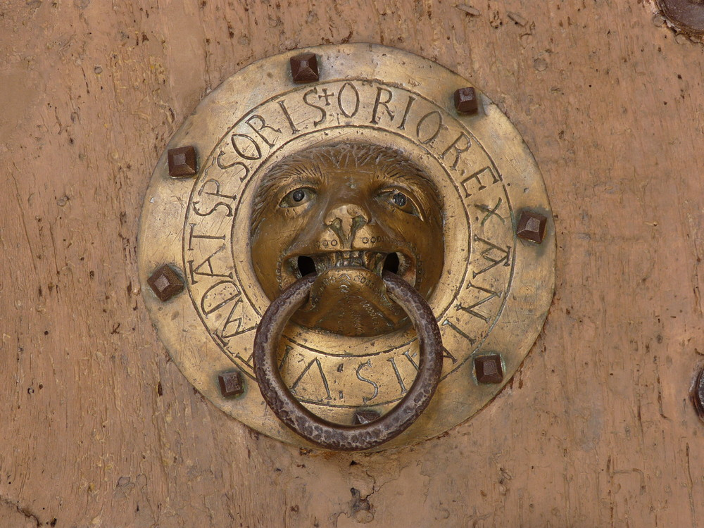 heurtoir de l'église de Brioude (43)