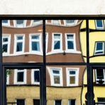 "Heute im ""Zerrspiegel"": Innenhof in Hamburg"