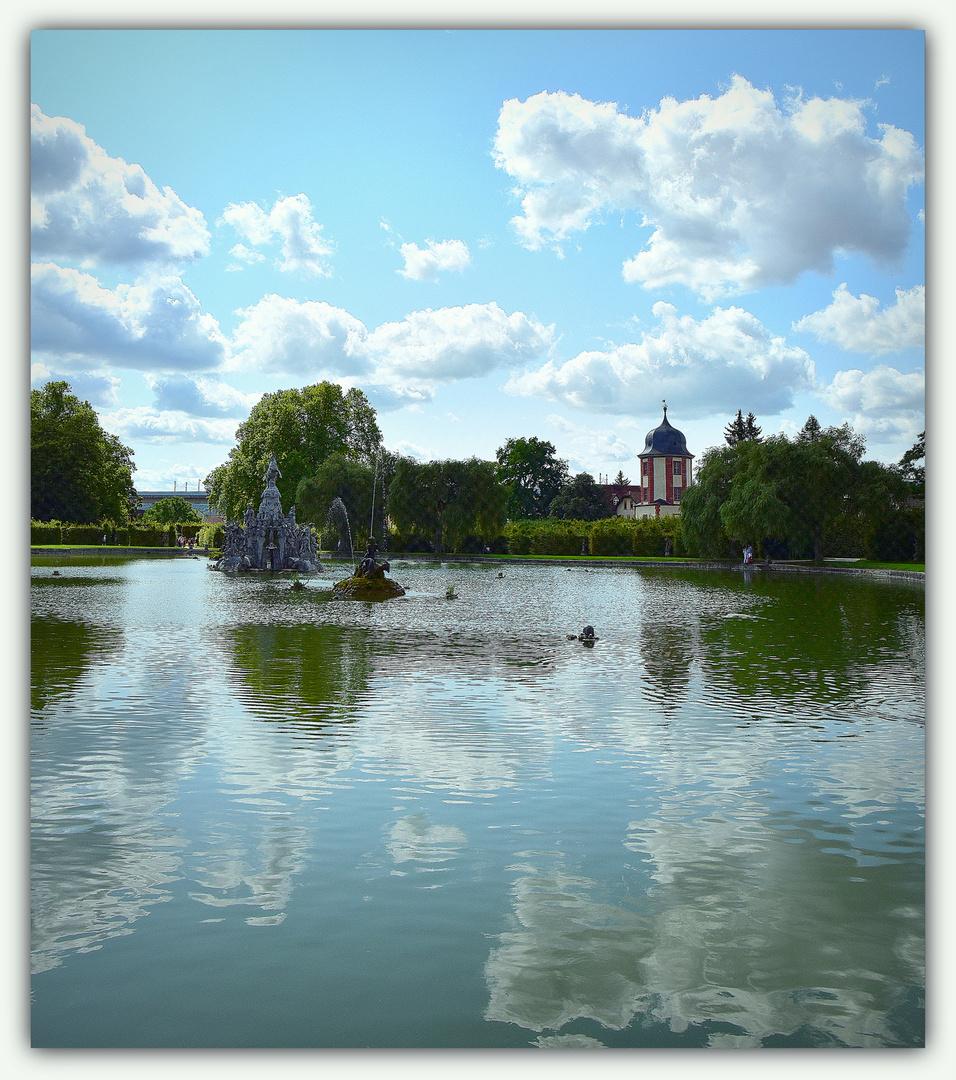 .....Heute ist Spiegeltag ..... Spiegelung im Schloßpark Veitshöchheim