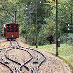 Heute wie dazumal fährt die alte Standseilbahn zum Heidelberger Schloß hinauf...