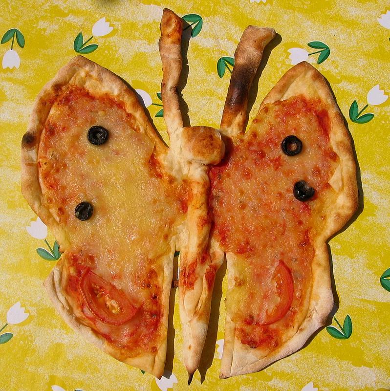 Heute zum Jahreszeitenwechsel ..... eine Pizza in Schmetterlingsform