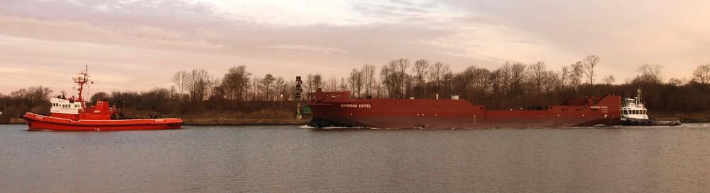 Heutemorgen Schleppverband auf dem Nordostseekanal