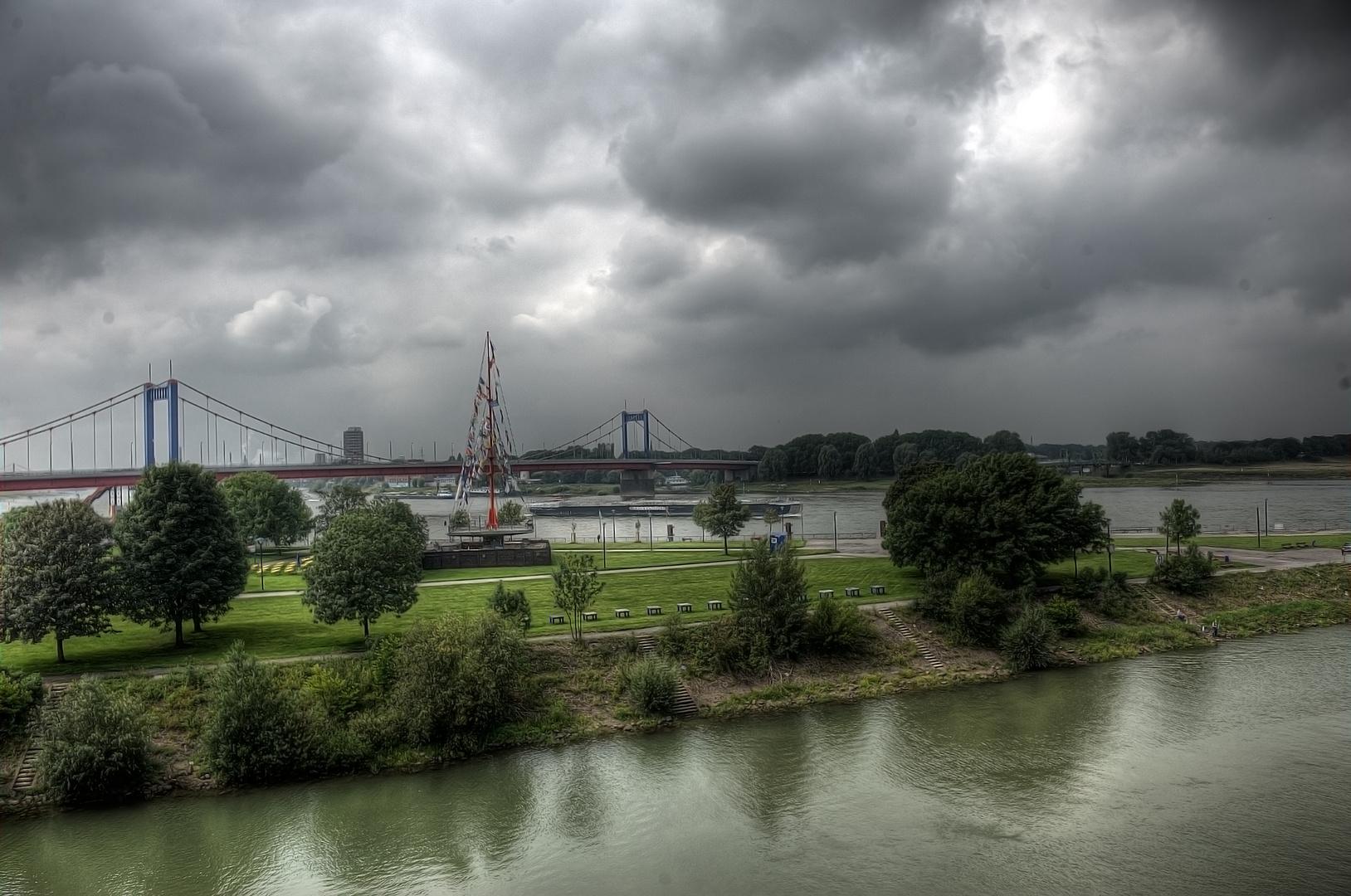 Heutiger Blick über den Rhein in Duisburg