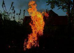Hexenfeuer***Alles schlechte ist verbrannt***Nun kann's wieder losgehen.